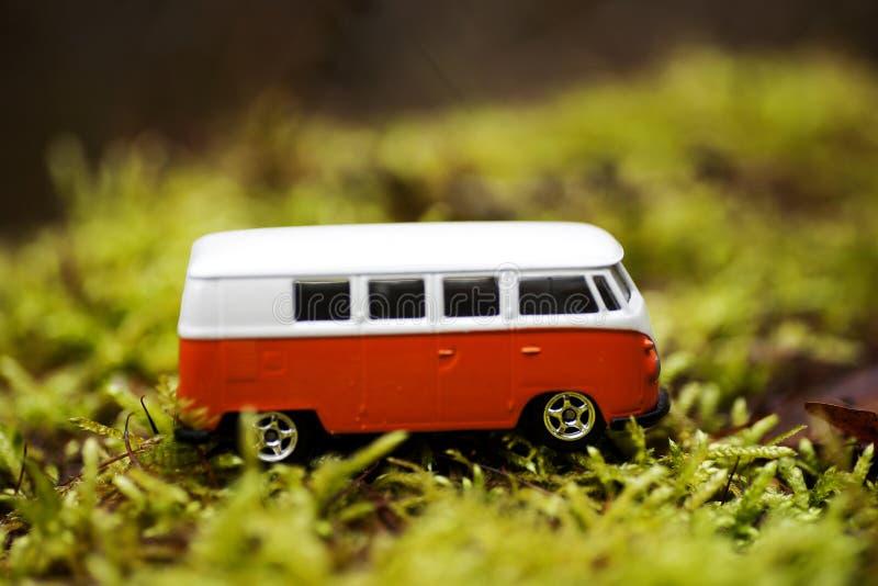 Beaux-arts magiques de papier peint de fond d'autobus d'école de jouet photographie stock