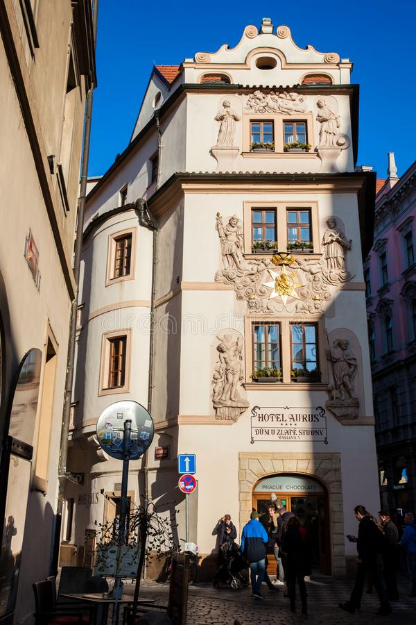 Beaux bâtiments et rues antiques de la vieille ville à Prague photos stock