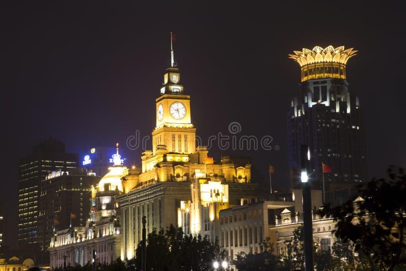 Download Beaux bâtiments la nuit image stock éditorial. Image du changhaï - 45351314