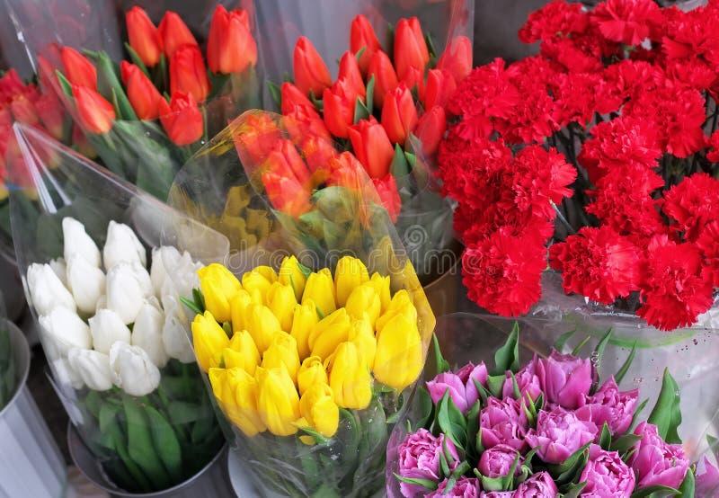 Beaux bouquets des fleurs images libres de droits