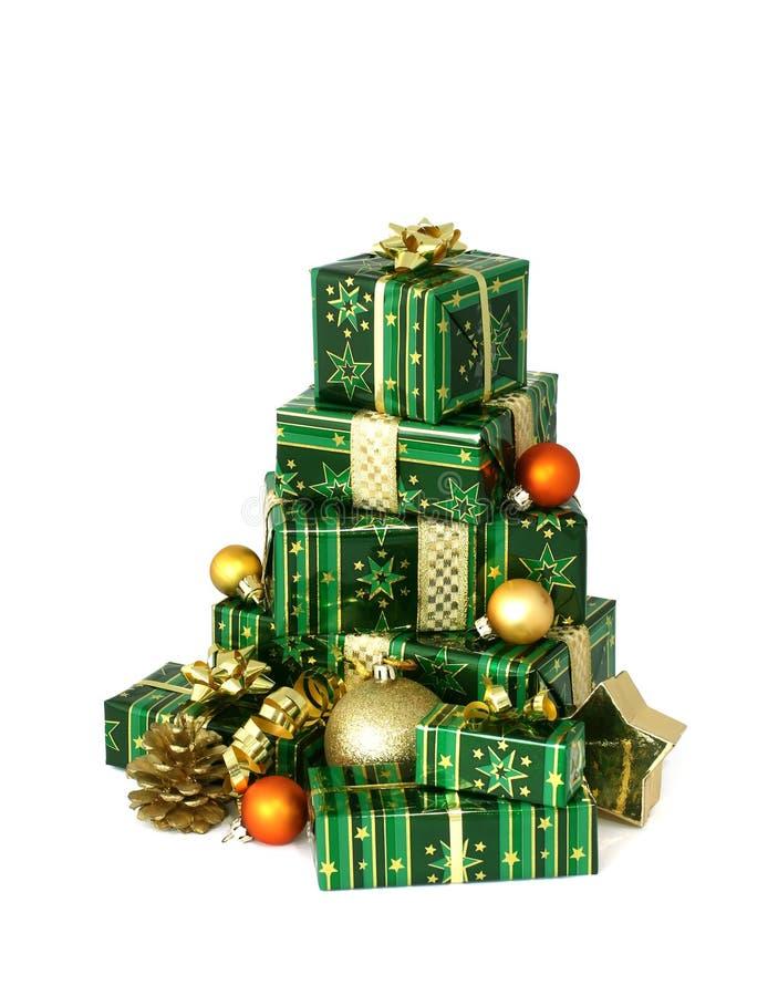 Beaux cadeaux de Noël sur le blanc photographie stock libre de droits