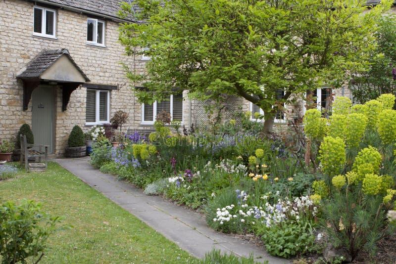 Beaux Chambre et jardin dans Burford, R-U image libre de droits