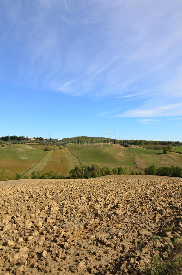 Beaux champ et Rolling Hills labourés de la Toscane photo libre de droits
