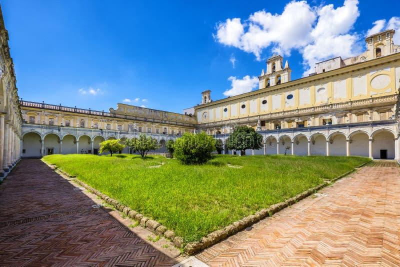 Beaux cloître et jardins de San Martino Certosa di San Martino ou chartreuse de Saint Martin dans le printemps, Naples, Italie image libre de droits