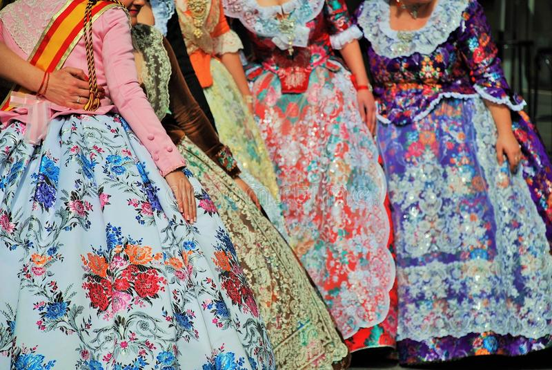 Beaux costumes régionaux Valencian de Falleras photo stock