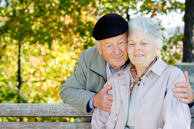 Beaux couples aînés photographie stock libre de droits