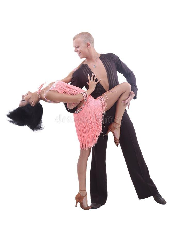 Beaux couples dans la danse de salle de bal de passion photo libre de droits