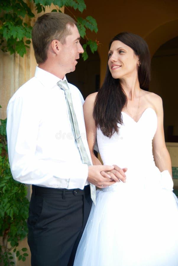 Beaux couples de mariage photo libre de droits
