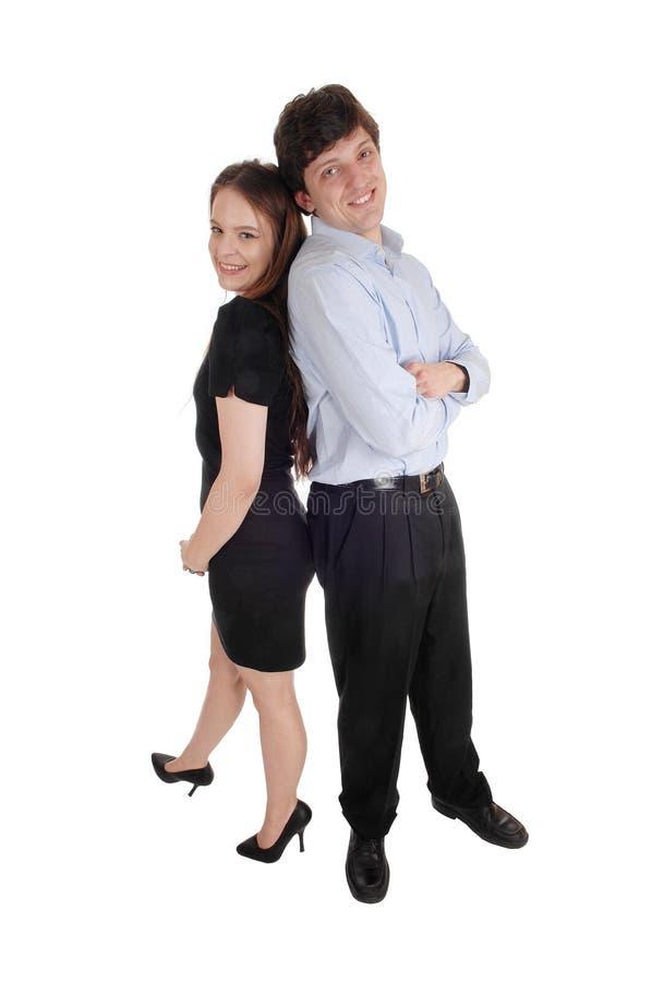 Beaux couples se tenant de nouveau au dos photo libre de droits