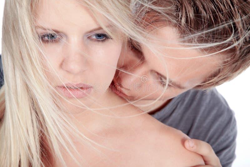 Beaux couples semblant sensuels images stock