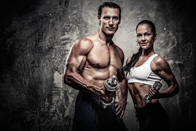 Beaux couples sportifs photo stock