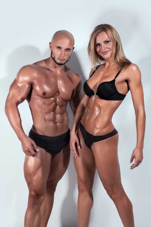 Beaux couples sportifs images libres de droits
