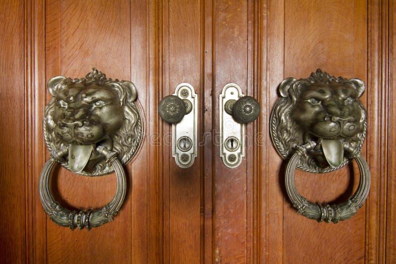 Beaux détails sur la porte en bois image libre de droits