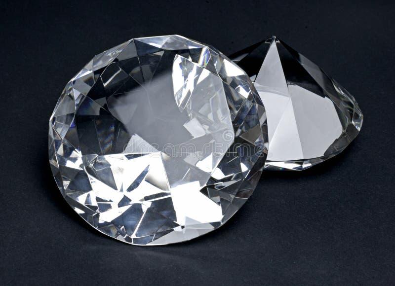 Beaux diamants brillants, d'isolement sur le fond noir photographie stock libre de droits