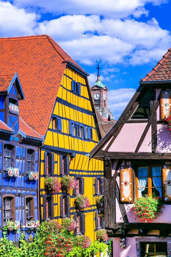 Beaux endroits des Frances - village coloré de Riquewihr en Alsace photo libre de droits
