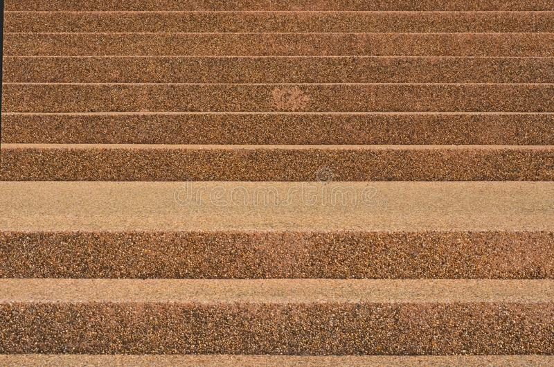 Beaux escaliers bruns de roche du bâtiment image libre de droits