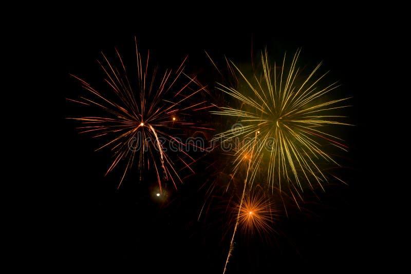 Beaux et colorés feux d'artifice et étincelles pour célébrer la nouvelle année ou tout autre événement photo libre de droits