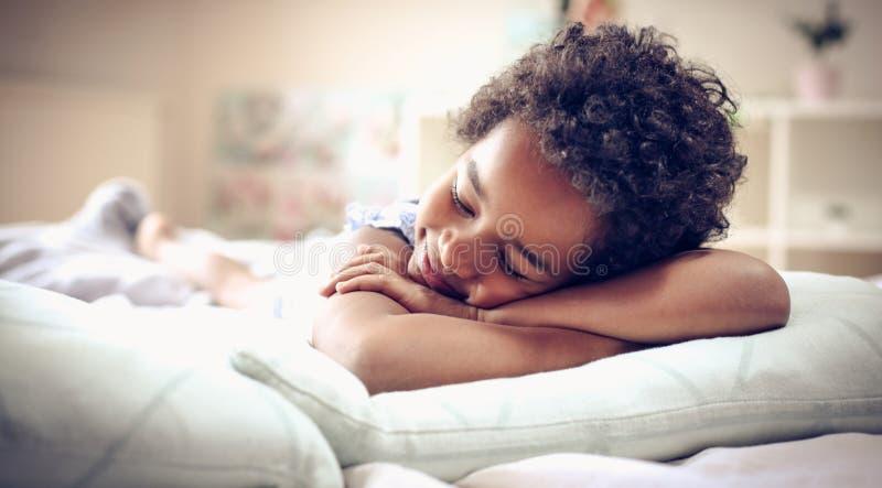 Beaux et heureux rêves images stock