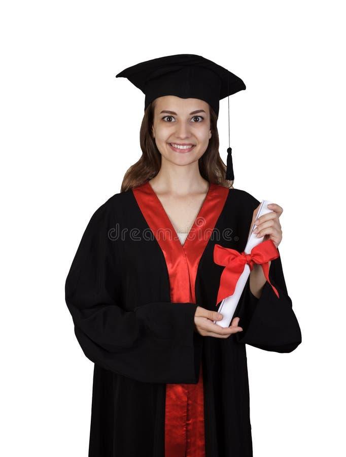 Beaux femme caucasienne utilisant une robe noire d'obtention du diplôme tenant un diplôme et très heureux et enthousiaste d'isole photos libres de droits
