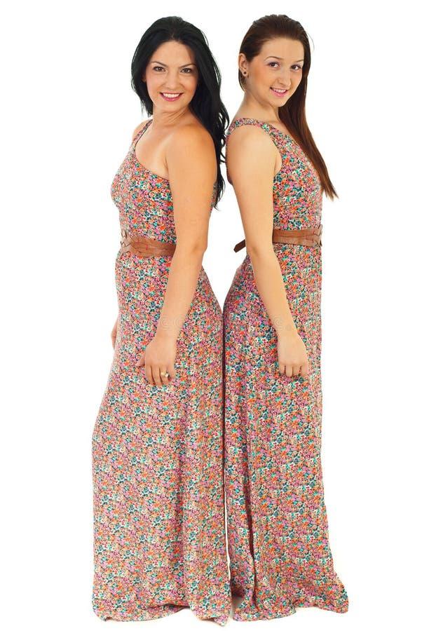 Beaux femmes dans mêmes robe images libres de droits