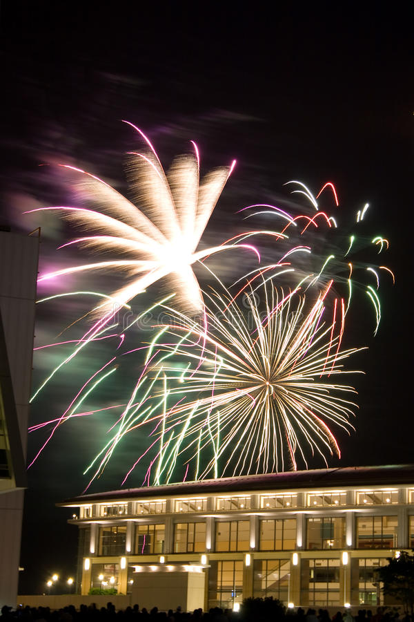 beaux feux d'artifice images stock