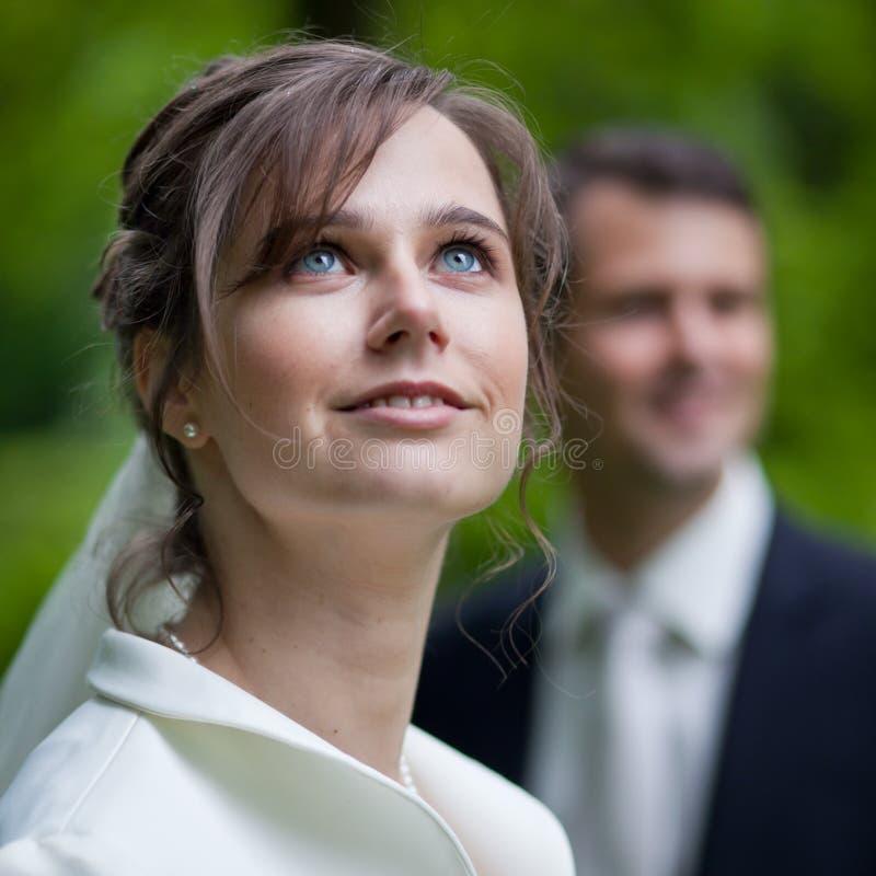 Beaux jeunes couples de mariage image libre de droits