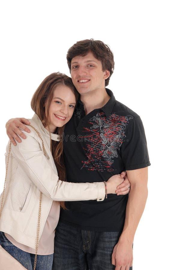 Beaux jeunes couples s'embrassant images stock