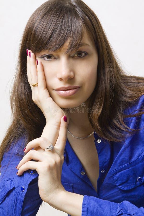 Download Beaux jeunes de femme image stock. Image du beauté, jeunesse - 8663565