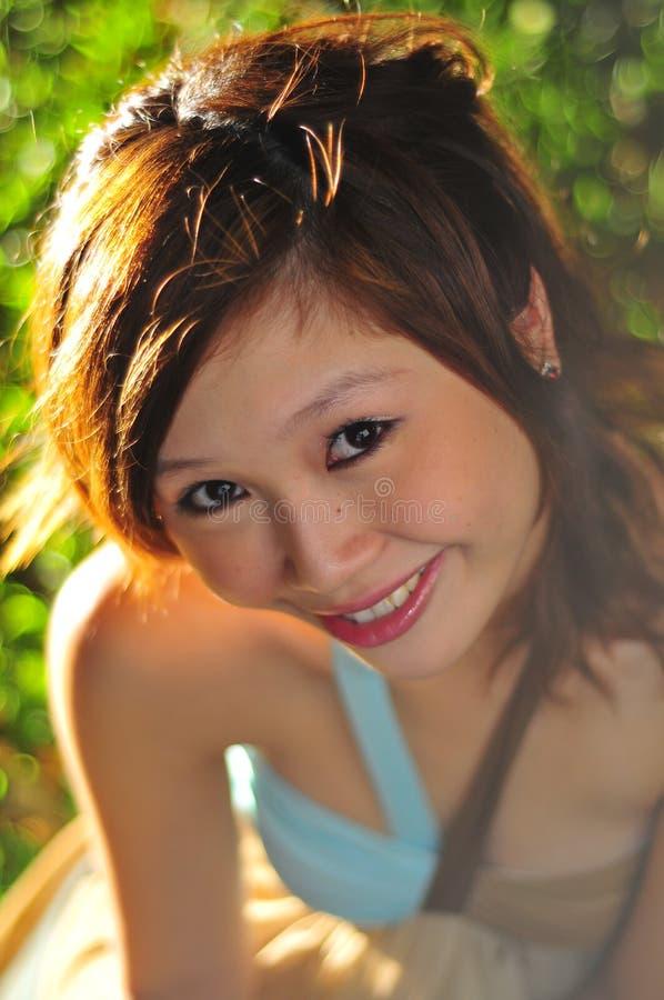 beaux jeunes de flirt asiatiques de femme photos stock