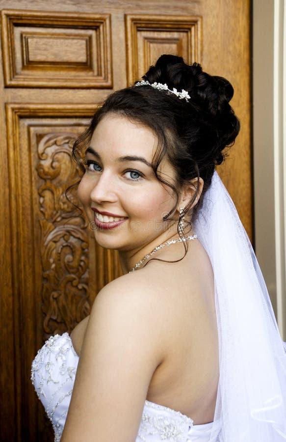 beaux jeunes de mariée photographie stock libre de droits