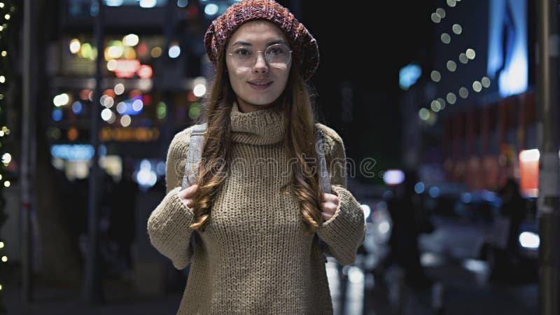 beaux jeunes extérieurs de femme de verticale photographie stock