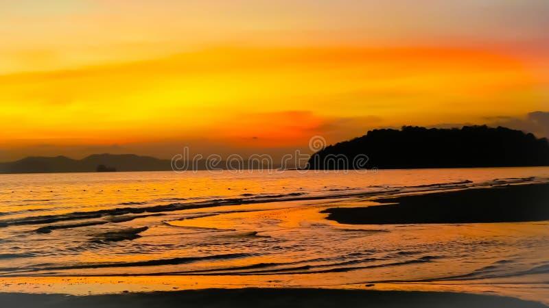Beaux levers de soleil et couchers du soleil image stock