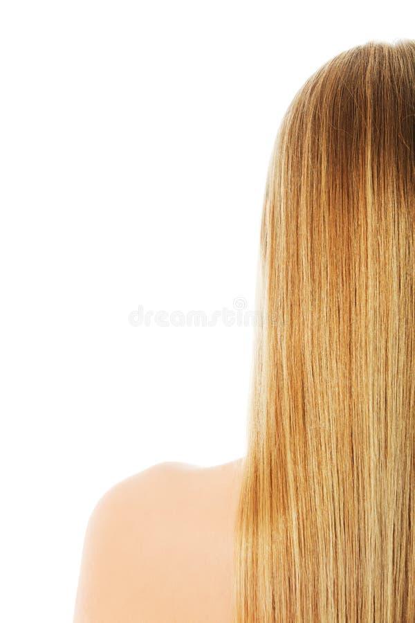 Beaux longs cheveux blonds, d'isolement sur le blanc image stock