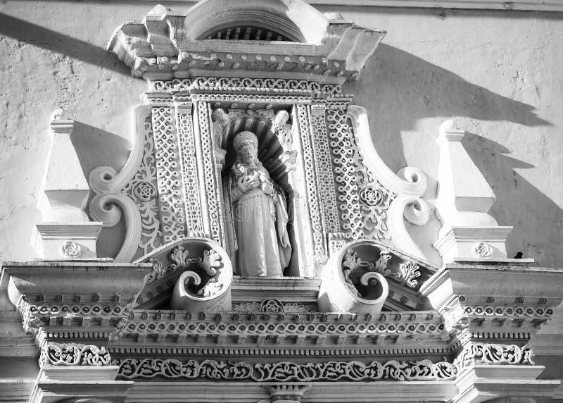 Beaux modèles d'arabesque au-dessus de l'entrée du couvent de Merced de La à l'Antigua photos libres de droits