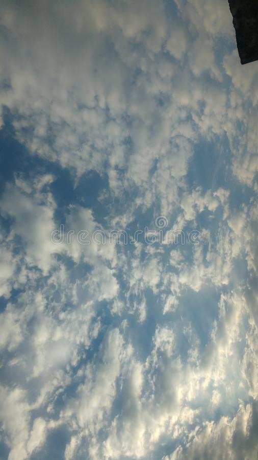 Beaux nuages photographie stock