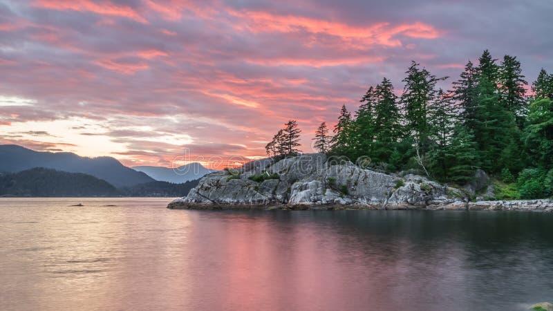 Beaux nuages de coucher du soleil au parc de Whycliff photographie stock