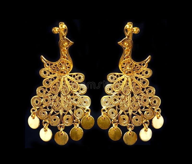 Beaux ornements d'or sur un fond foncé Bijoux pour des femmes Collier et boucles d'oreille image libre de droits