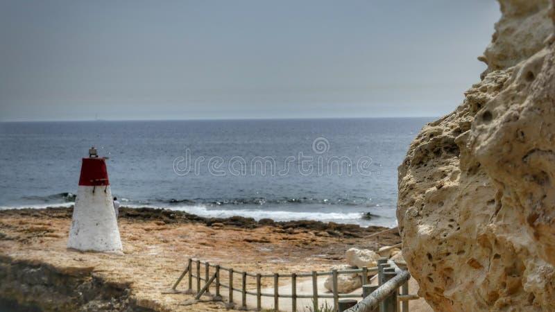 Beaux paysages de mer avec le phare photo stock