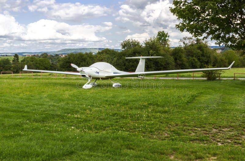 Beaux petits avions privés avec le propulseur image libre de droits
