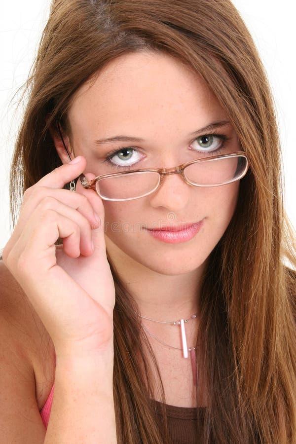 Beaux quatorze ans dans des lunettes photos stock