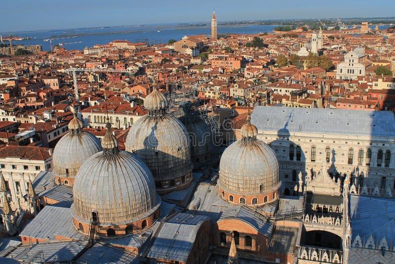 Beaux tirs de tourisme de Venise en Italie montrant des canaux de bâtiments et la vieille architecture vénitienne images stock