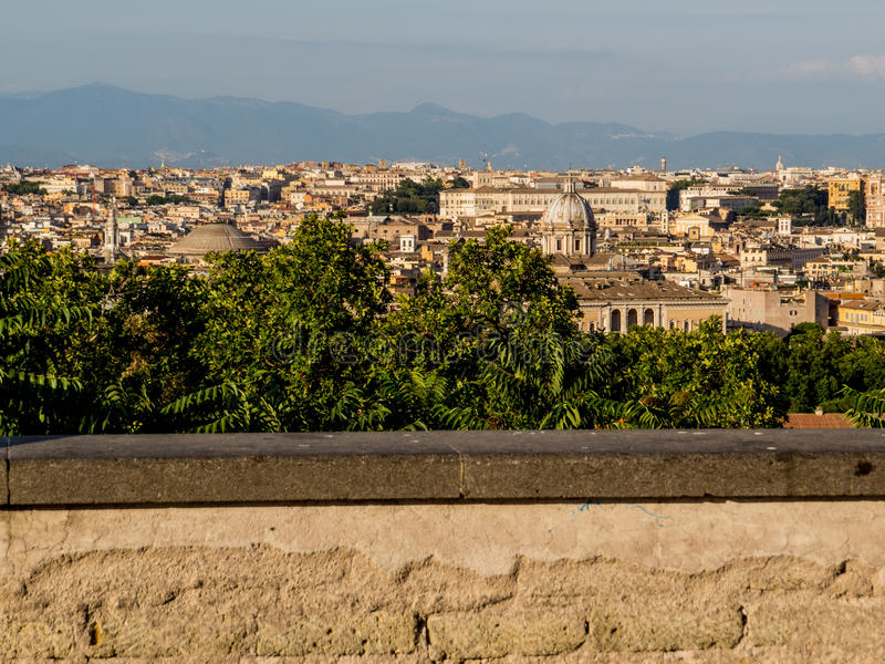 Beaux vieux hublots à Rome (Italie) image stock