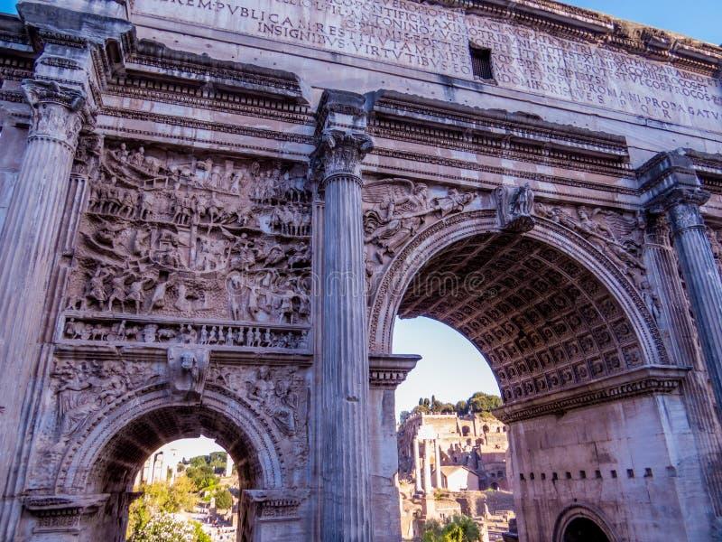 Beaux vieux hublots à Rome (Italie) photo libre de droits