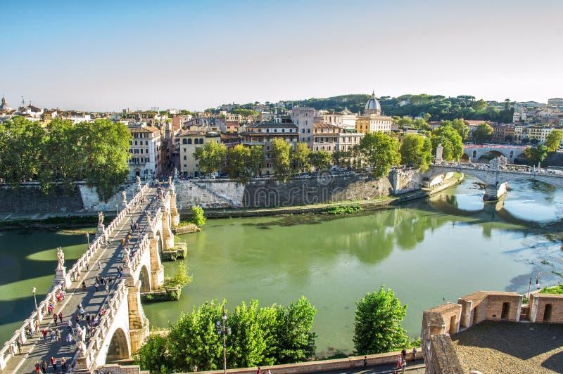 Beaux vieux hublots à Rome (Italie) septembre Vue panoramique du ` Angelo de Castel Sant sur Rome La vue du ` Angelo de Ponte San image stock
