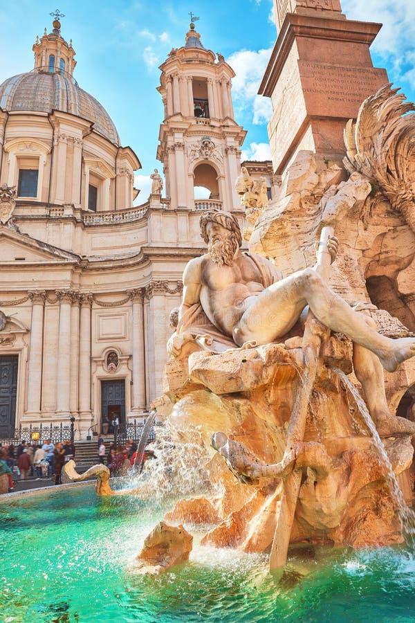 Beaux vieux hublots ? Rome (Italie) Fontaine des quatre rivi?res sur Piazza Navona image libre de droits