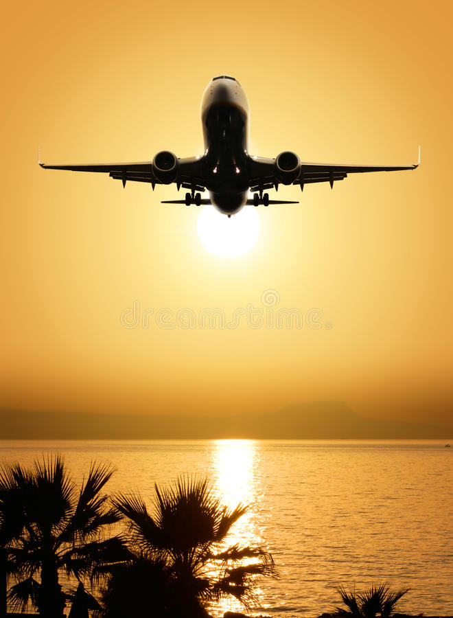 Beaux vue et avion de mer photos stock