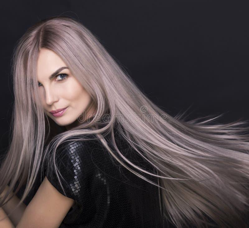 Beaux yeux bleus de jeune femme magnifique Fille blonde Plan rapproché photos libres de droits
