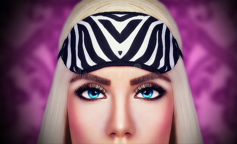 Beaux yeux de belle fille photos stock