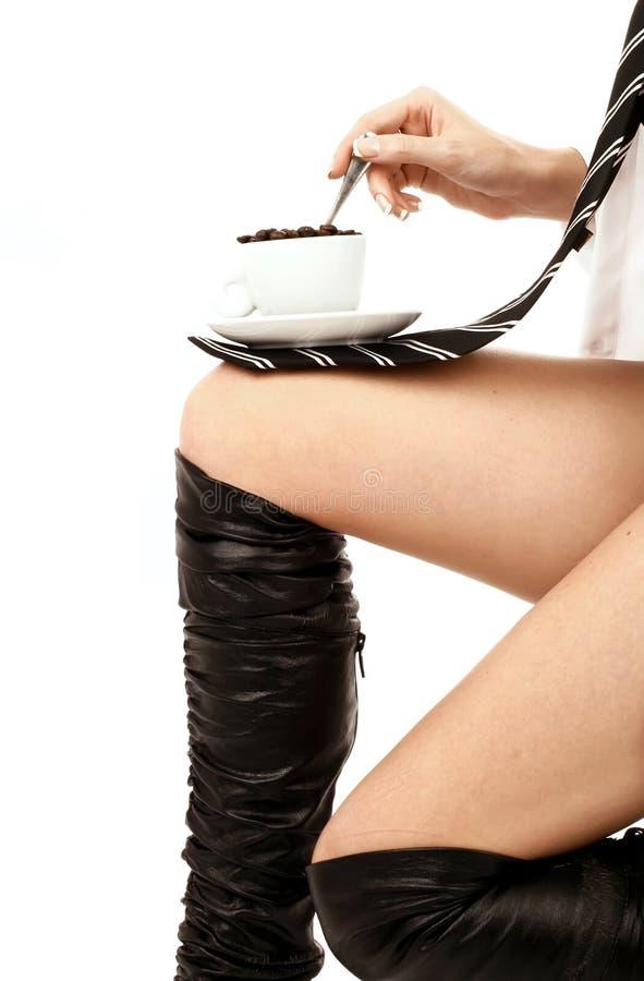beauyiful kawowej dziewczyny z włosami nogi czerwieni potomstwa zdjęcie stock