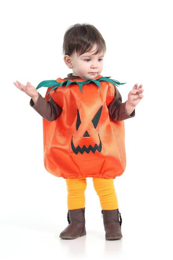 Beb Con Un Disfraz De La Calabaza De Halloween Imagen de archivo